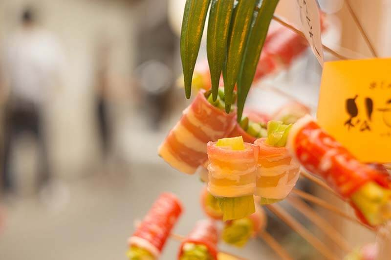 沖縄の那覇で昼飲み!地元フリーライターが案内する、那覇の下町食べ歩きフォトウォーク(国際通り編)
