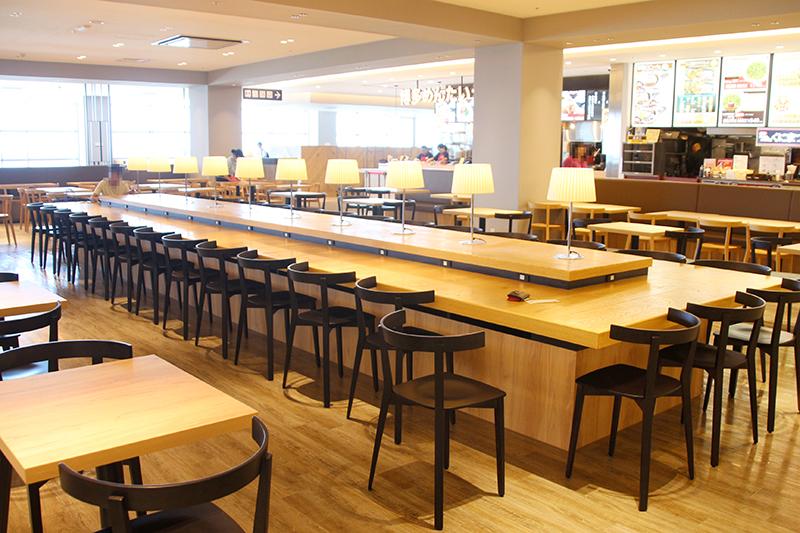 PARCO CITYのフードコート|【保存版】沖縄の電源カフェ特集!地元フリーランスが厳選した、宜野湾市と浦添市の便利なコワーキングやカフェ