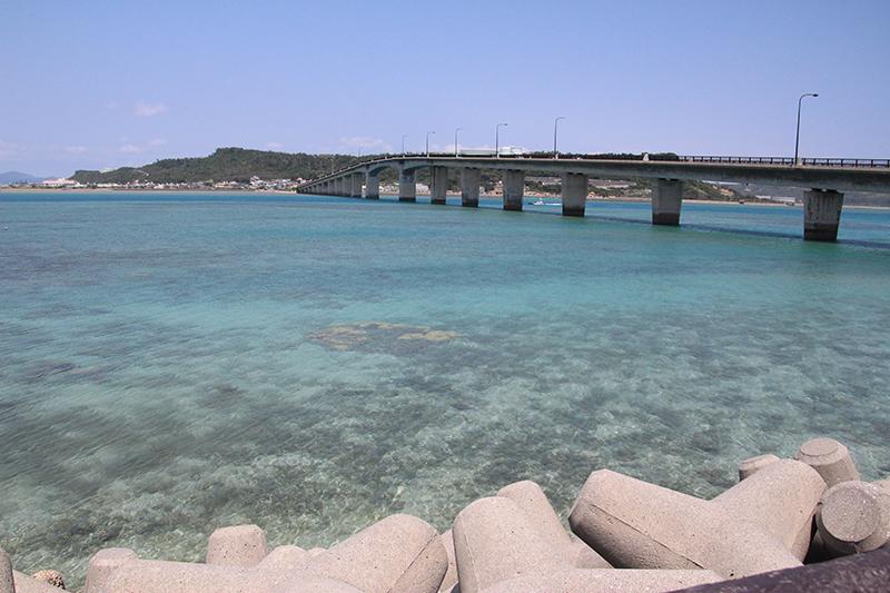 沖縄県うるま市の暮らし 海中道路と浜比嘉島