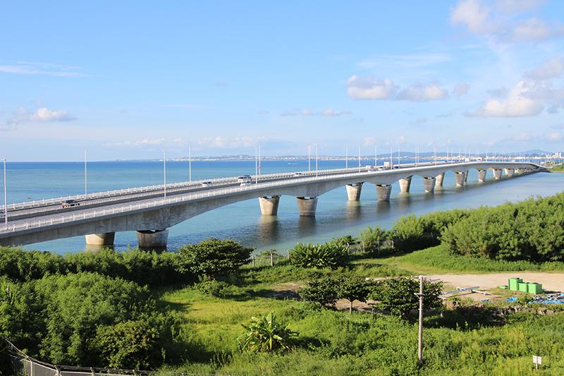 沖縄県浦添市の暮らし うらそえにしかいがん道路