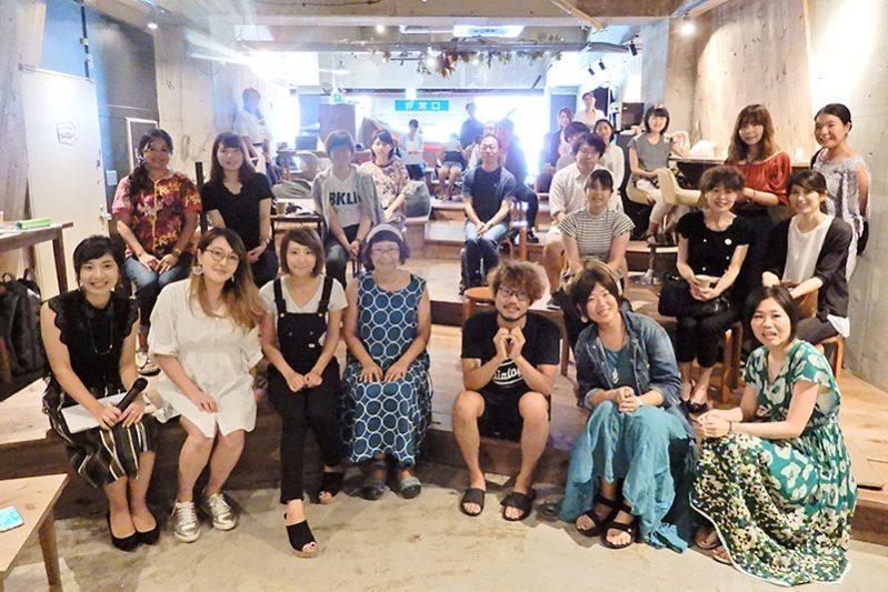 満員御礼!総勢30名以上参加。東京と沖縄のライターが語るライターライフとワークスタイル「#ライター交流会 in 沖縄 Vol.1」